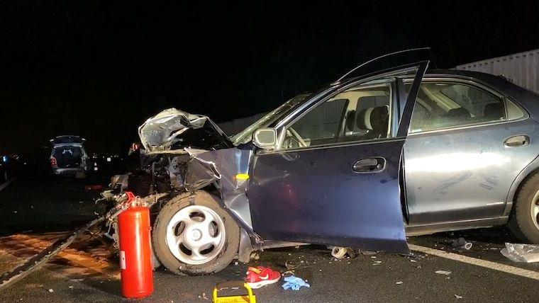 Muž po nehodě na D5 vystoupil z vozu, další auto ho smetlo