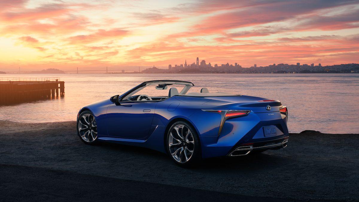 Lexus LC Convertible ve strukturální modré