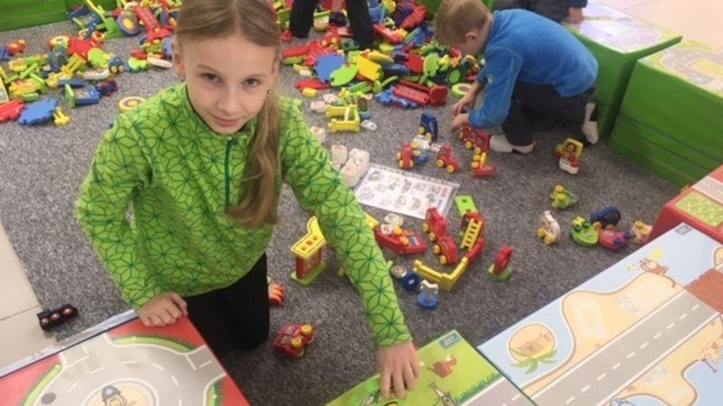 Hrátky bez hranici lákají děti idospělé na obří stavebnici inové stolní hry