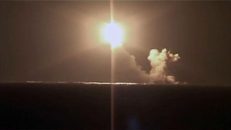 Rusové odpálili ze své nejmodernější ponorky raketu Bulava