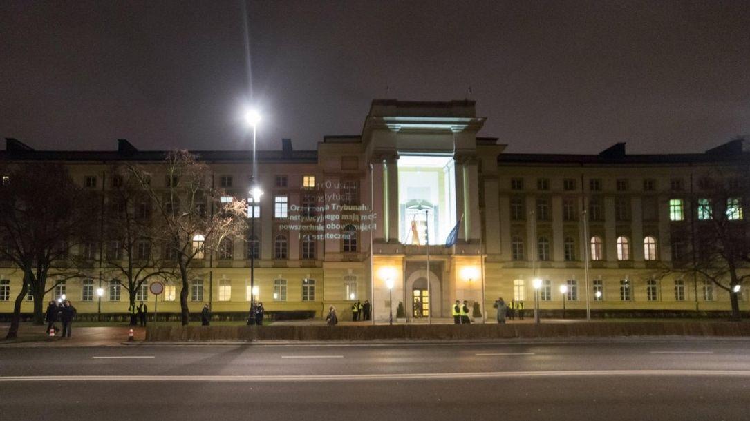 Polský ústavní soud získá dva nové členy. Ženu radikální pravice a bývalého komunistu