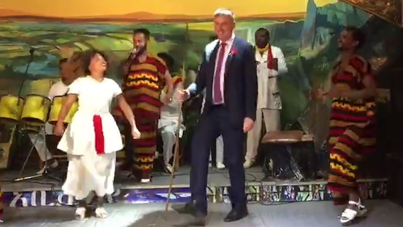 Petříček se rozjel. V Etiopii tančil s oštěpem v ruce
