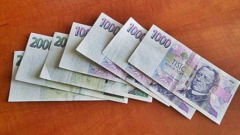 Policisté zLuhačovic dopadli zloděje aokradenému lázeňskému hostovi zachránili peníze