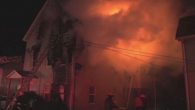 Americký hasič zachránil dva kolegy, sám v hořícím domě zahynul