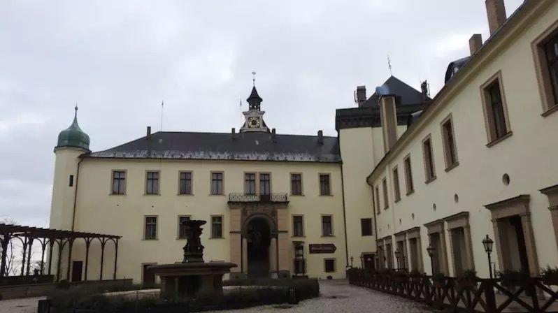 Skrývá studna na zámku ve Zbirohu zlato, dokumenty, jantar?