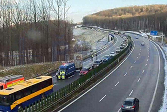 uzavřená silnice u Mokrých Lazců