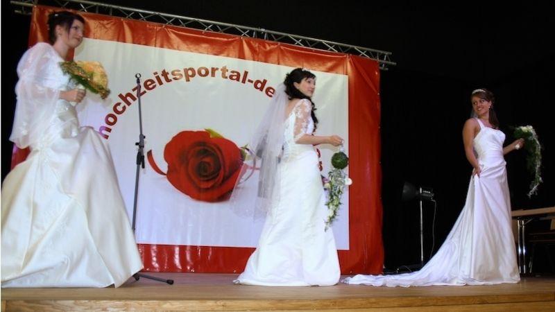 Svatý Ondřej byl vlidové tradici považován za patrona nevěst. Připomeňme si staré zvyky atradice