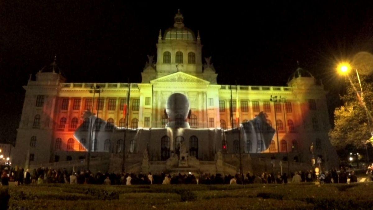 Oslavy 17. listopadu vyvrcholily na Václavském náměstí, přišly desítky tisíc lidí