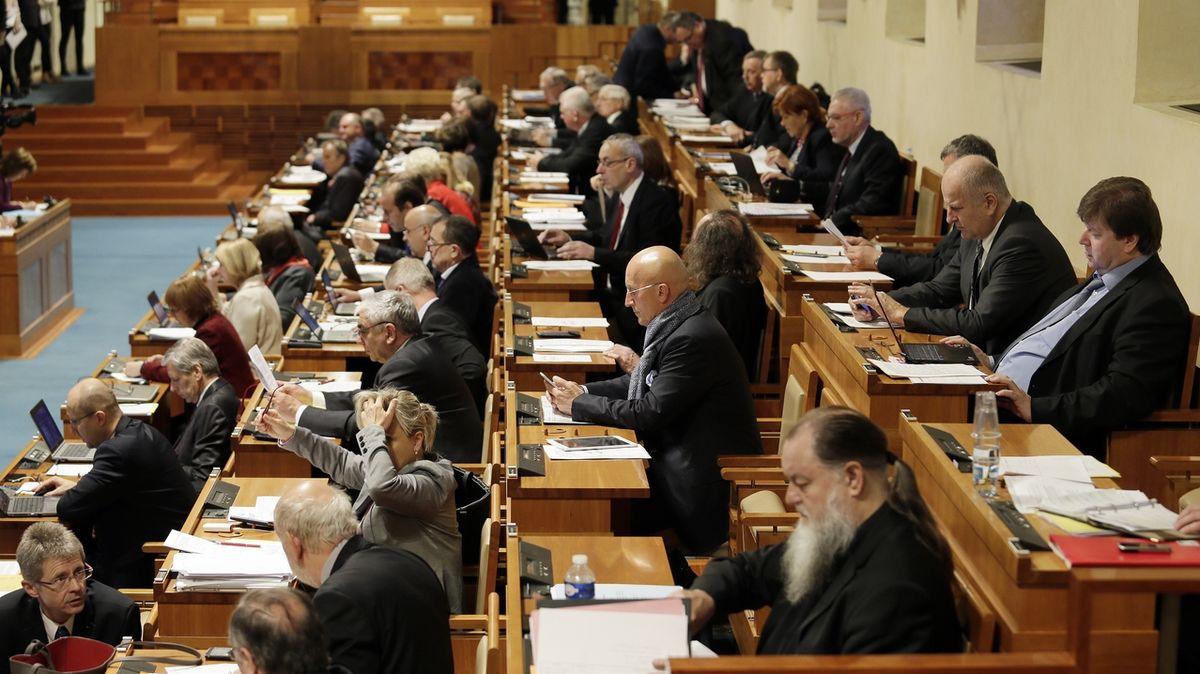 Senát vrátil poslancům novelu zákona proti politickým trafikám, je podle něj zbytečná