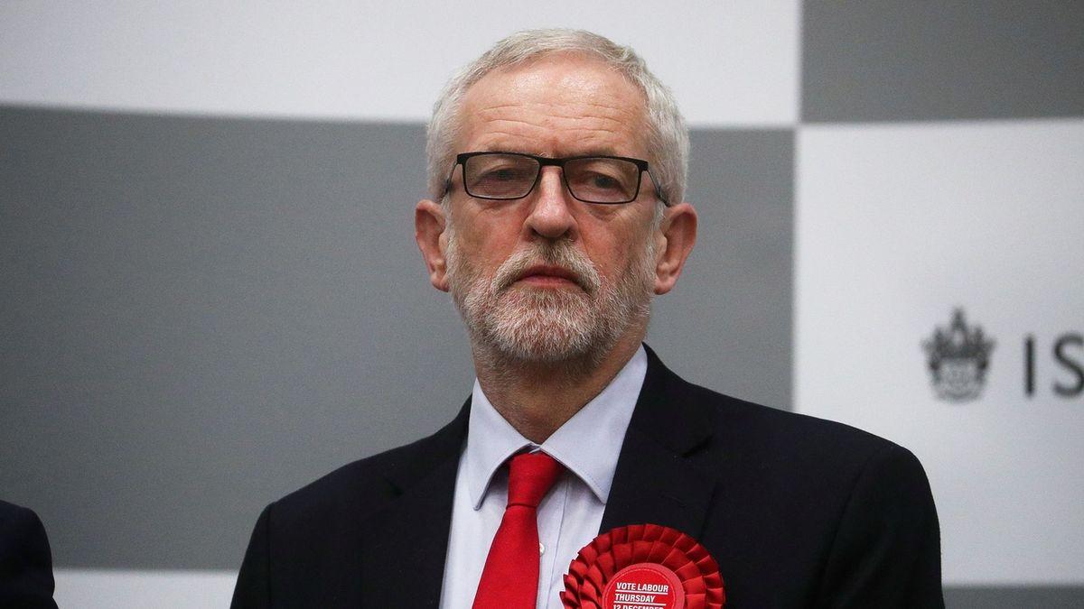 Corbyn po porážce nepovede labouristy do příštích voleb