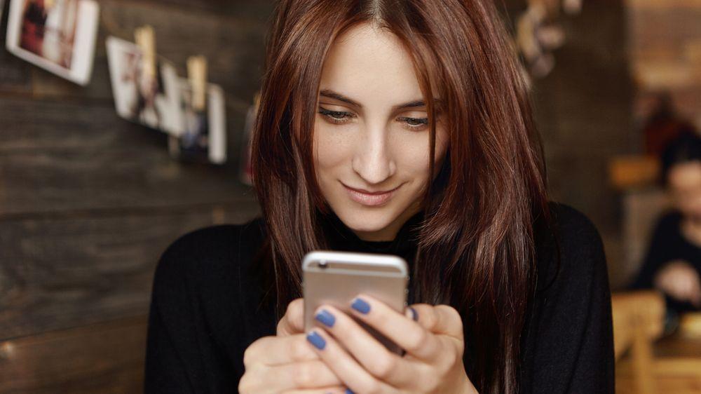 Zrodil se nový mobilní hit. Lidé píšou SMS zprávy svým sousedním číslům