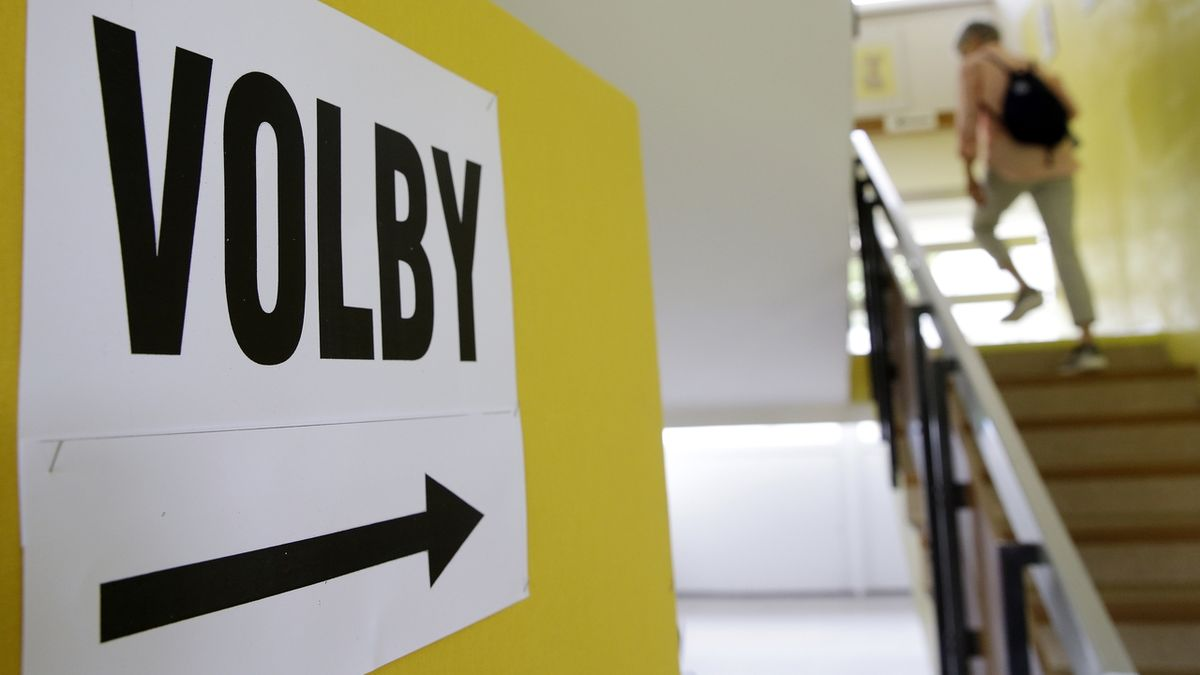 Politologové: Strany by v kampani měly řešit dluh a nutné škrty, ale nemají odvahu