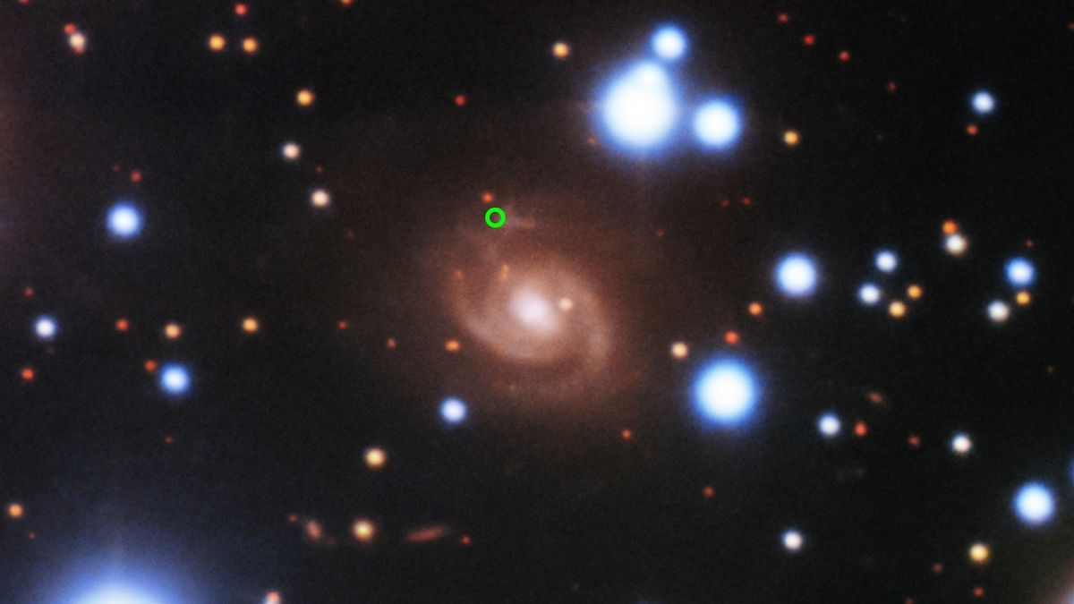 Z hlubin vesmíru přiletěl záhadný opakující se signál. Astronomové určili jeho původ