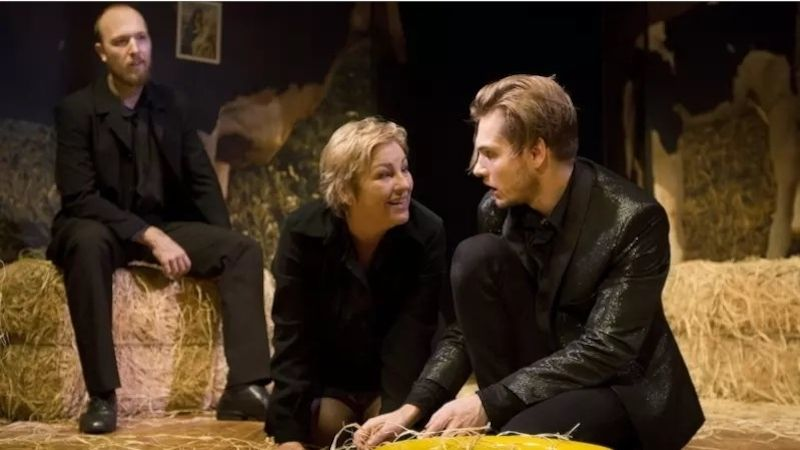 Premiérové publikum přijalo hru Tom na farmě neobyčejně vřele, říká herečka Jaroslava Tihelková
