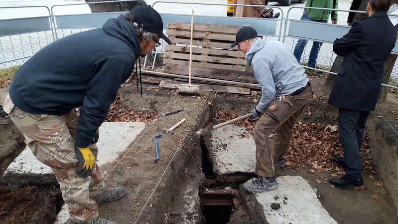V centru Přerova odkryli historickou studnu