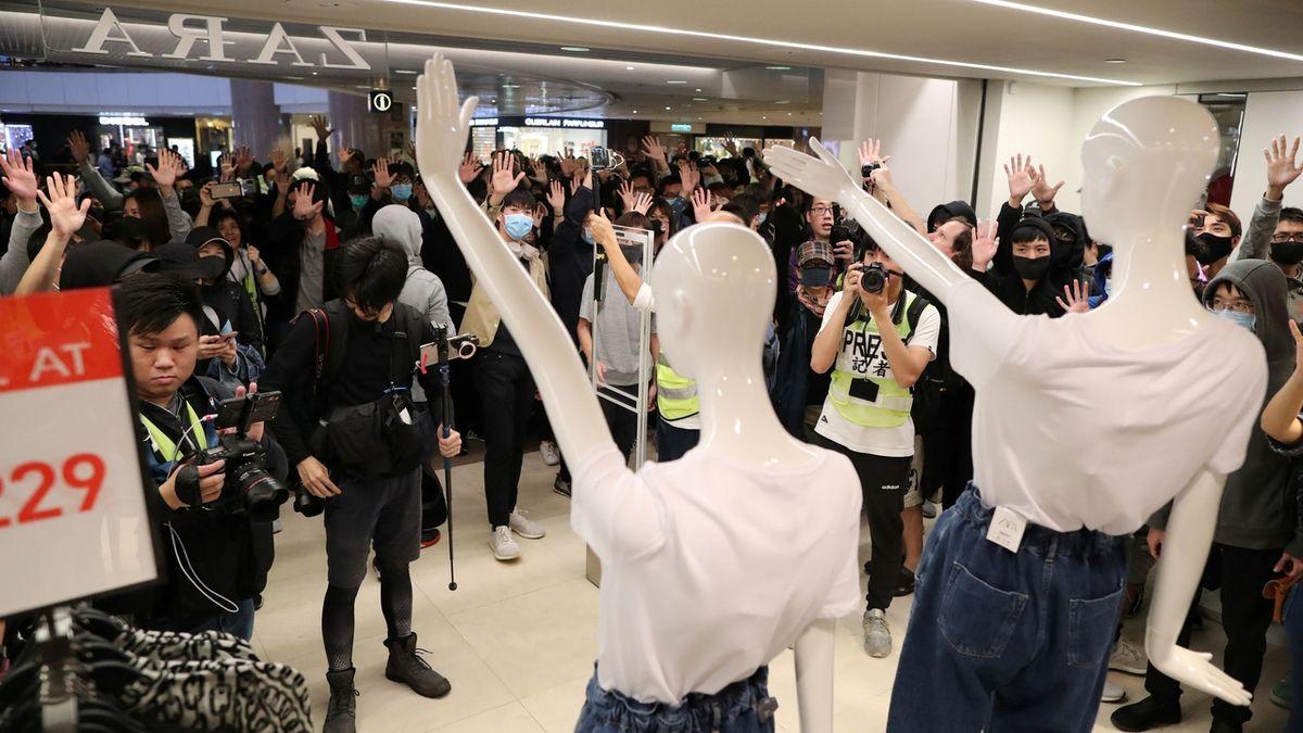 Hongkongu by mohl zvláštní status zůstat i po roce 2047, slíbila jeho správkyně
