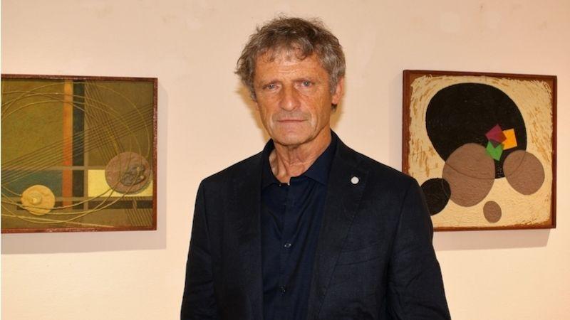 Galerie uBílého jednorožce zve na komentovanou prohlídku Jiřího Machalického kvýstavě Kosmos