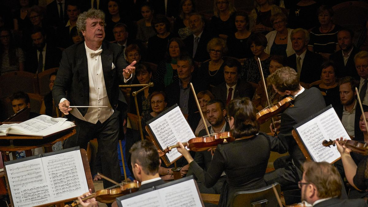 Klasická hudba a politika ne vždy pospolu
