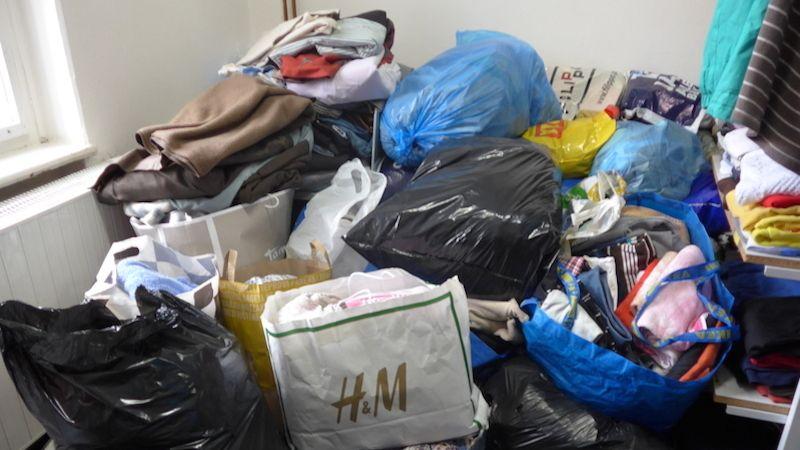 ADRA získala 25 pytlů věcí. Darovali je zaměstnanci ČPZP