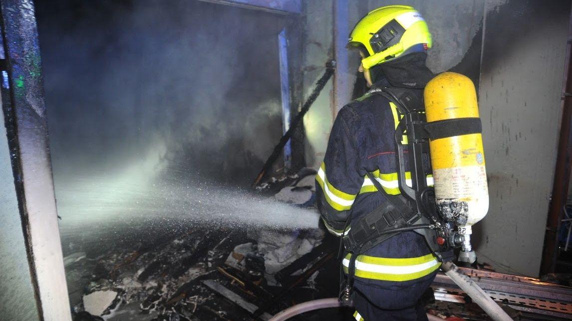Policistům, hasičům i starostům vzrostou platy