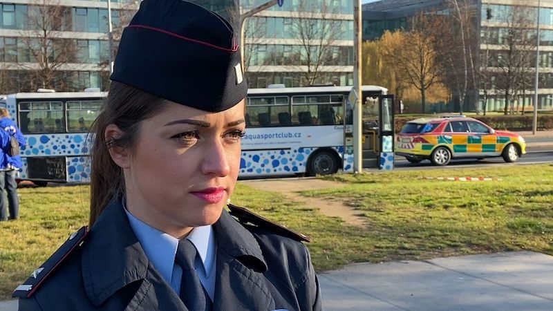 Osmnáct zraněných po srážce autobusů v Praze, většinou dětí