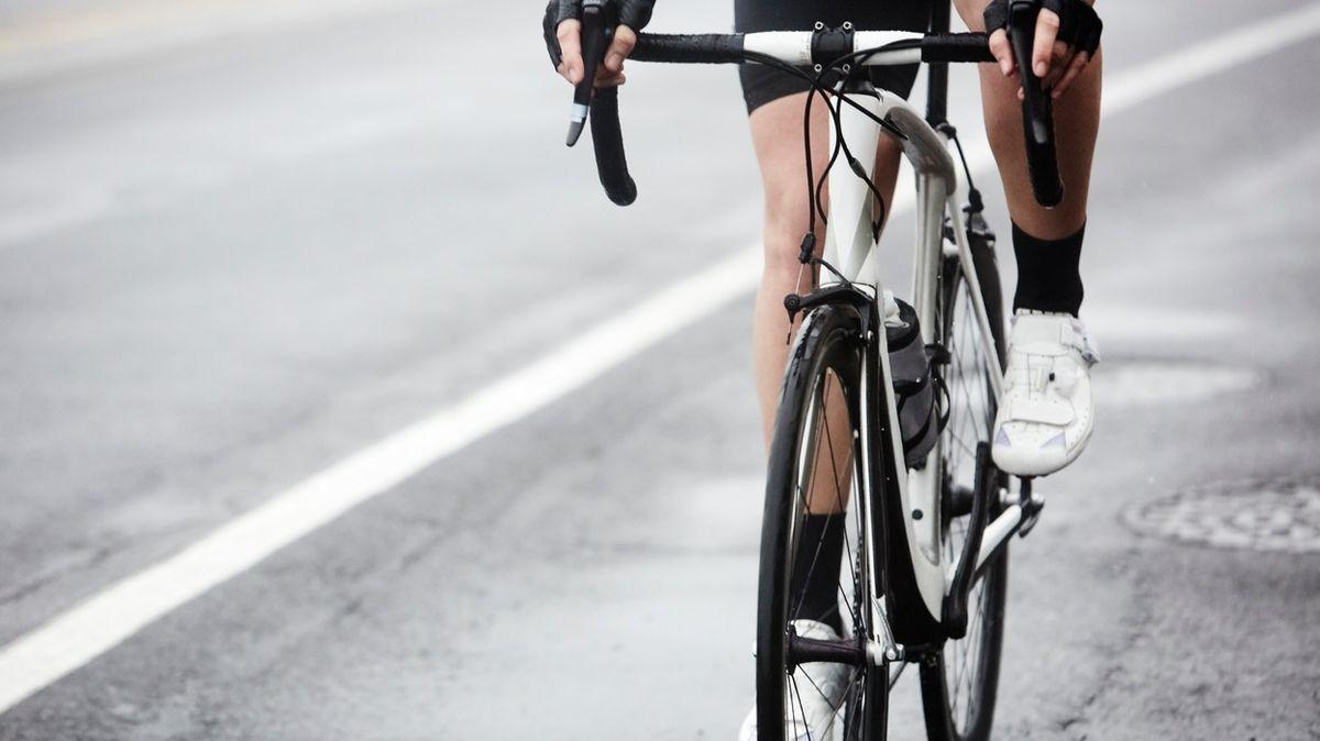 Cyklista názorně předvedl, proč je někteří řidiči nemají rádi