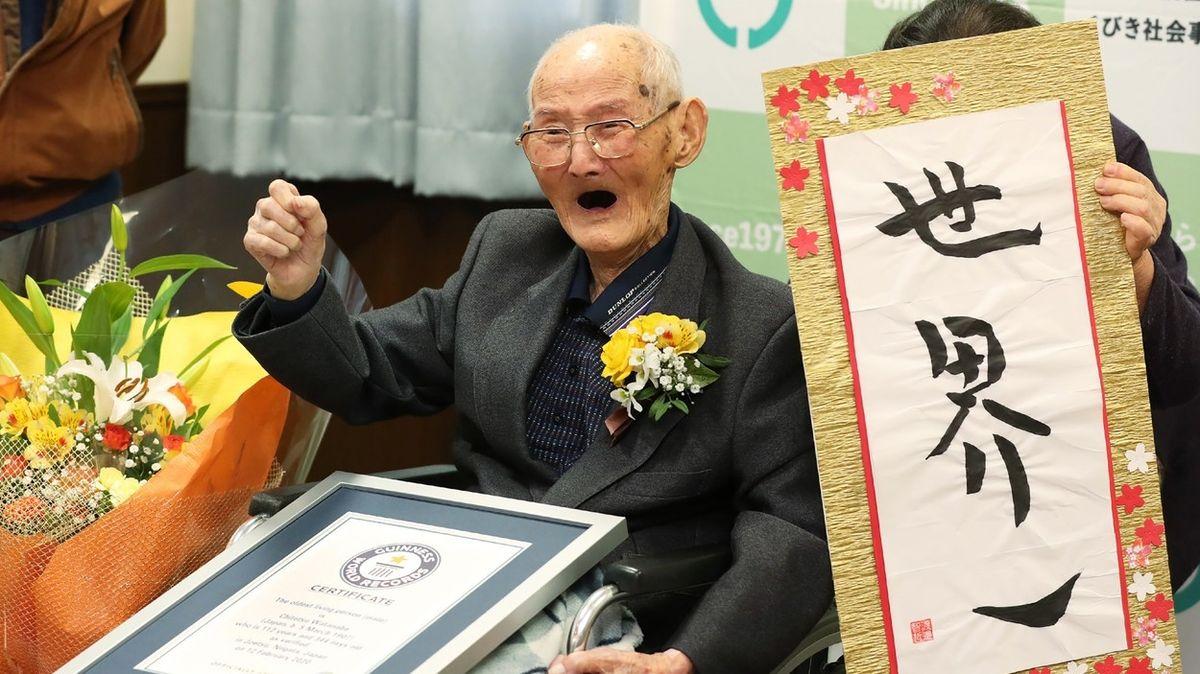 Nejstarší muž světa prozradil, jak se dožít vysokého věku