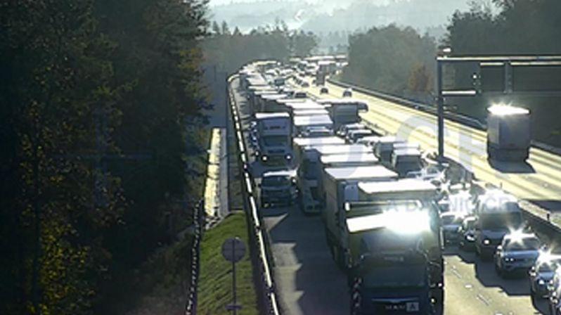 Dvě nehody v jednom místě komplikují provoz na D1 na Benešovsku