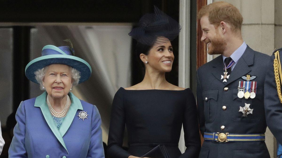Královské týmy zasedly, řešení situace kolem Harryho a Meghan má být otázkou dnů