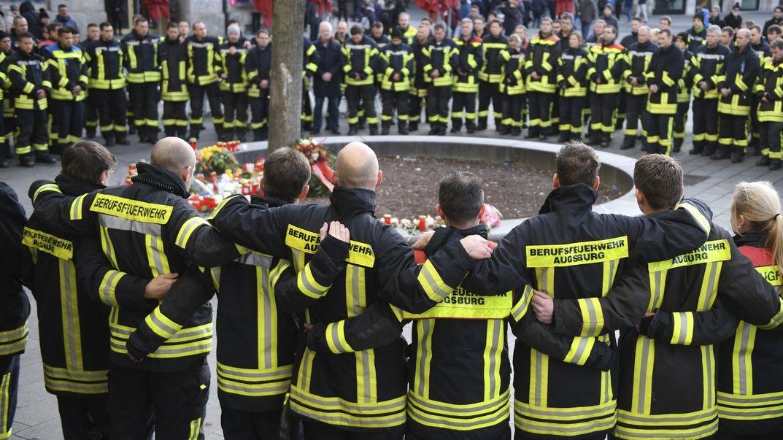V Německu zatkli dvojici výrostků podezřelou z vraždy hasiče na ulici