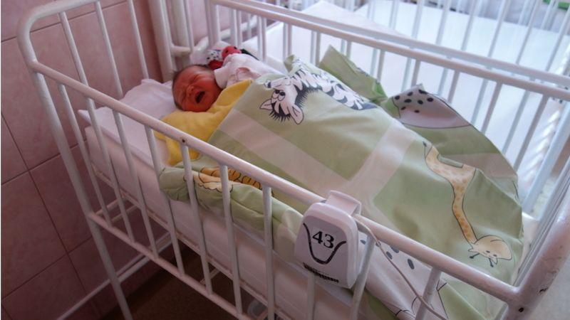 Osm nových přístrojů zajistí bezpečný spánek novorozenců vNemocnici Nový Jičín