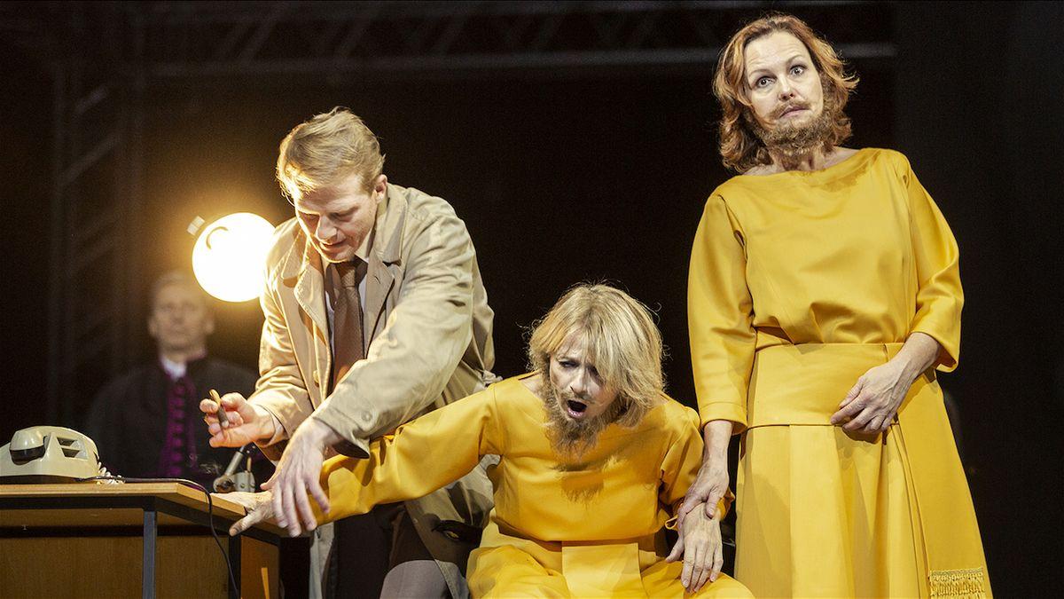 RECENZE: Král Oidipús v Národním divadle je papež i Colombo