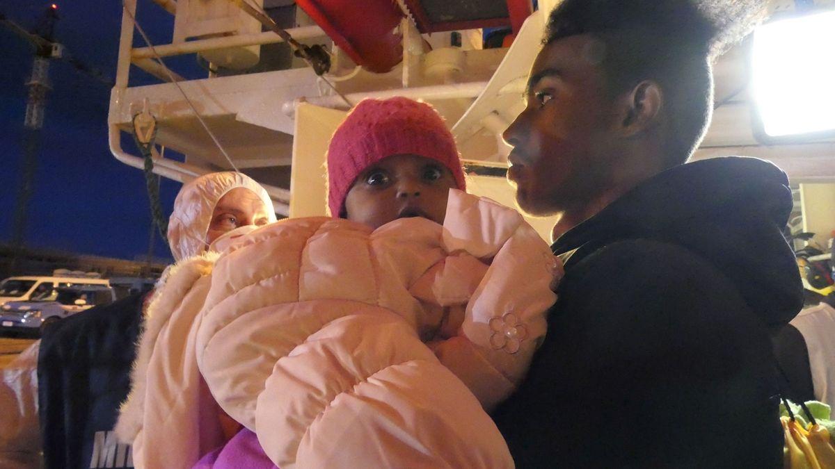 V Itálii se vylodilo 162 migrantů zachráněných u pobřeží Libye