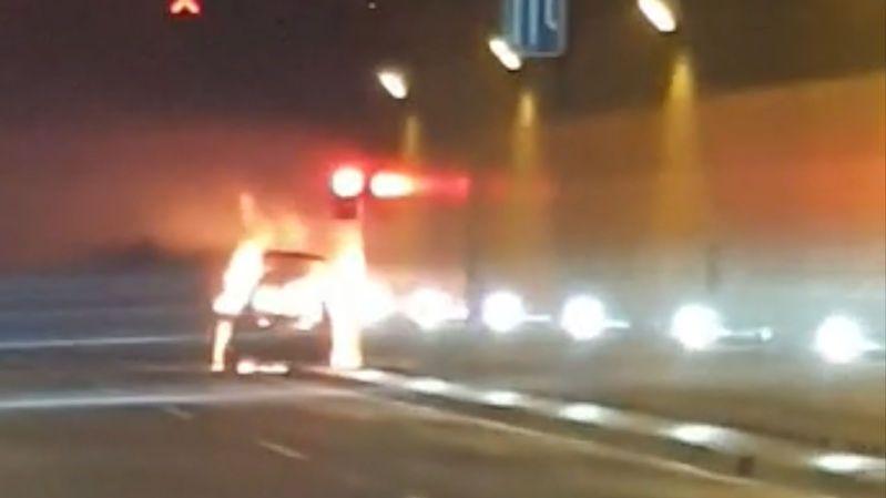 Požár auta zavřel pražský tunel Blanka