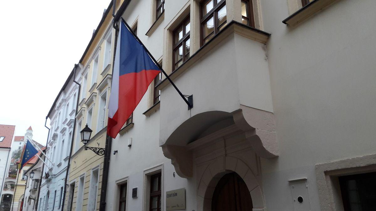 Zeman otevře v Bratislavě Český dům, vysněnou hospůdku nenajde