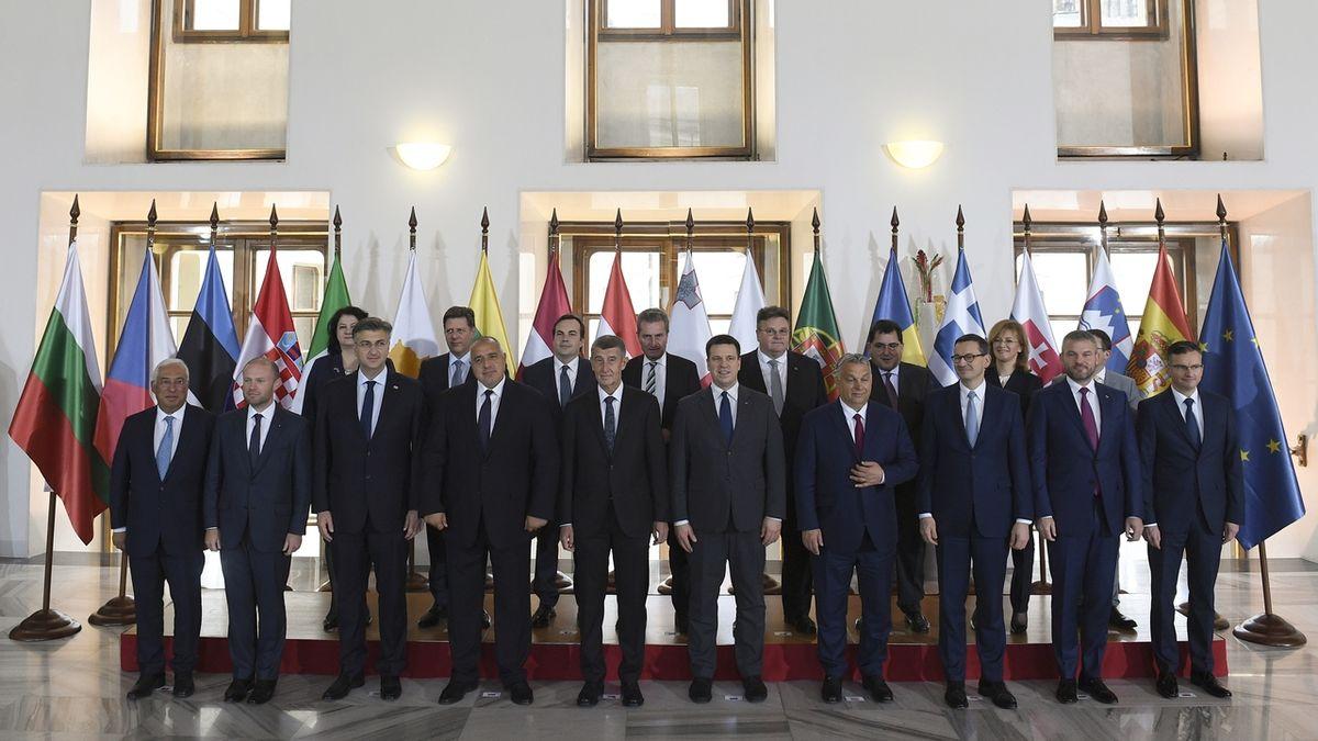 Nesnižujte peníze na rozvoj chudších regionů, vyzval Evropskou komisi pražský summit