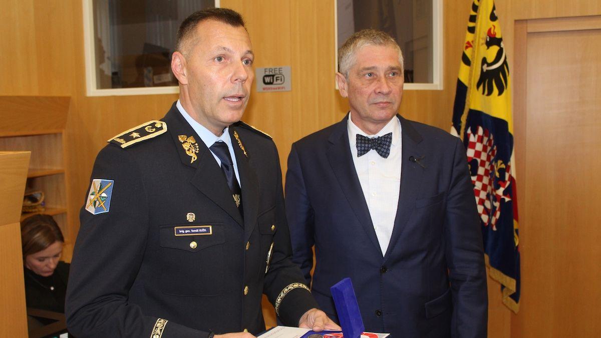 Policejní ředitel dostal za zásah v Ostravě medaili od hejtmana