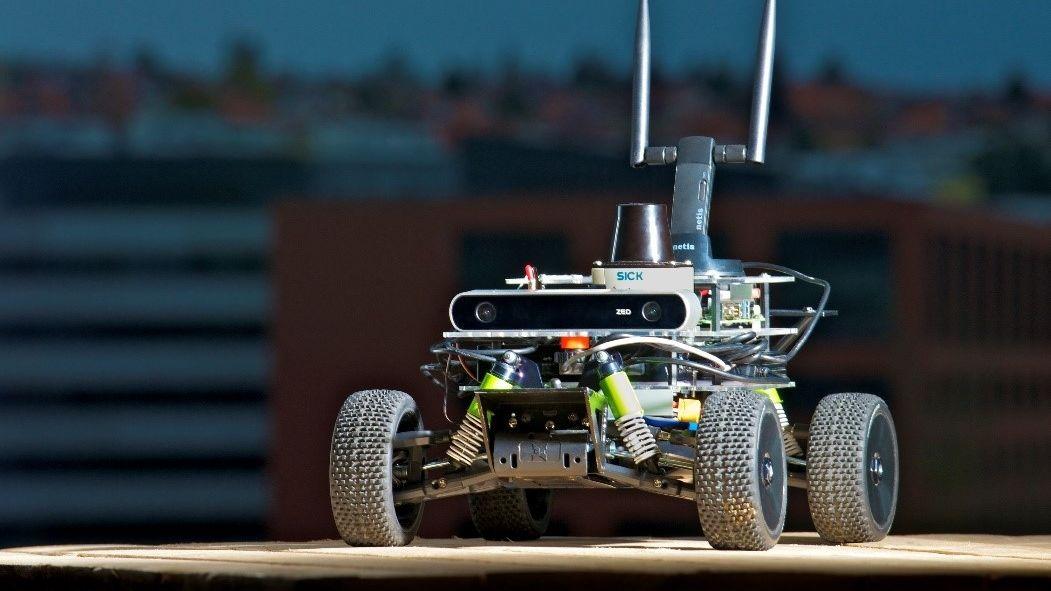 Čeští studenti bodovali na mistrovství robotických autíček