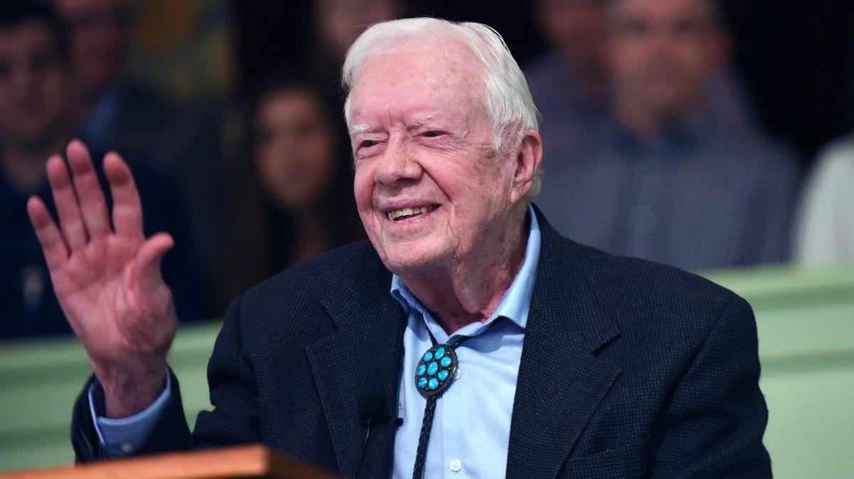 Bývalý prezident USA Carter je se zlomeninou pánve v nemocnici