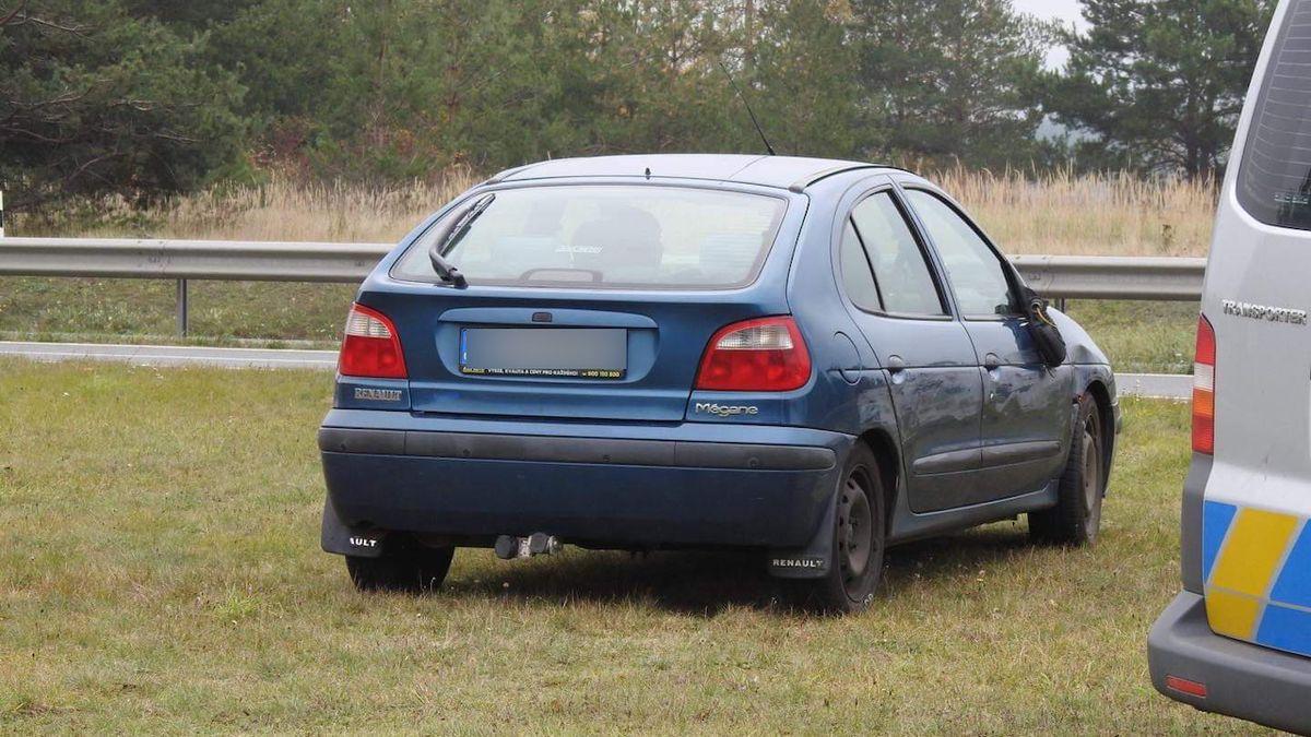 Senior ujížděl po dálnici D4 v protisměru, naboural jiné auto