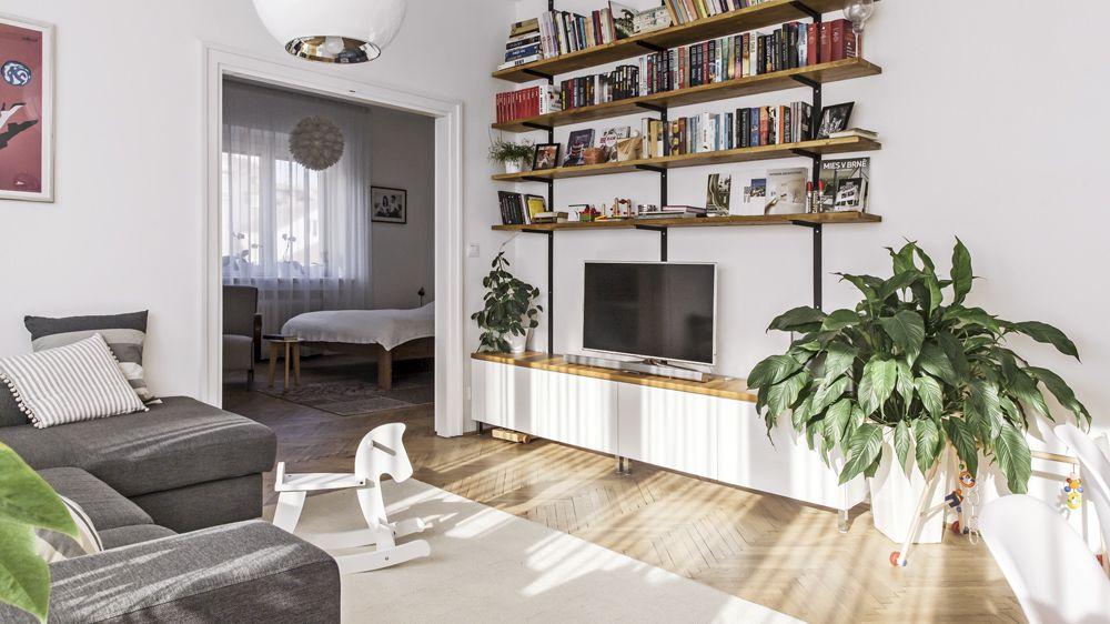 Architektka vsadila na černou zeď a textilní beton, výsledný vzhled bytu překvapí