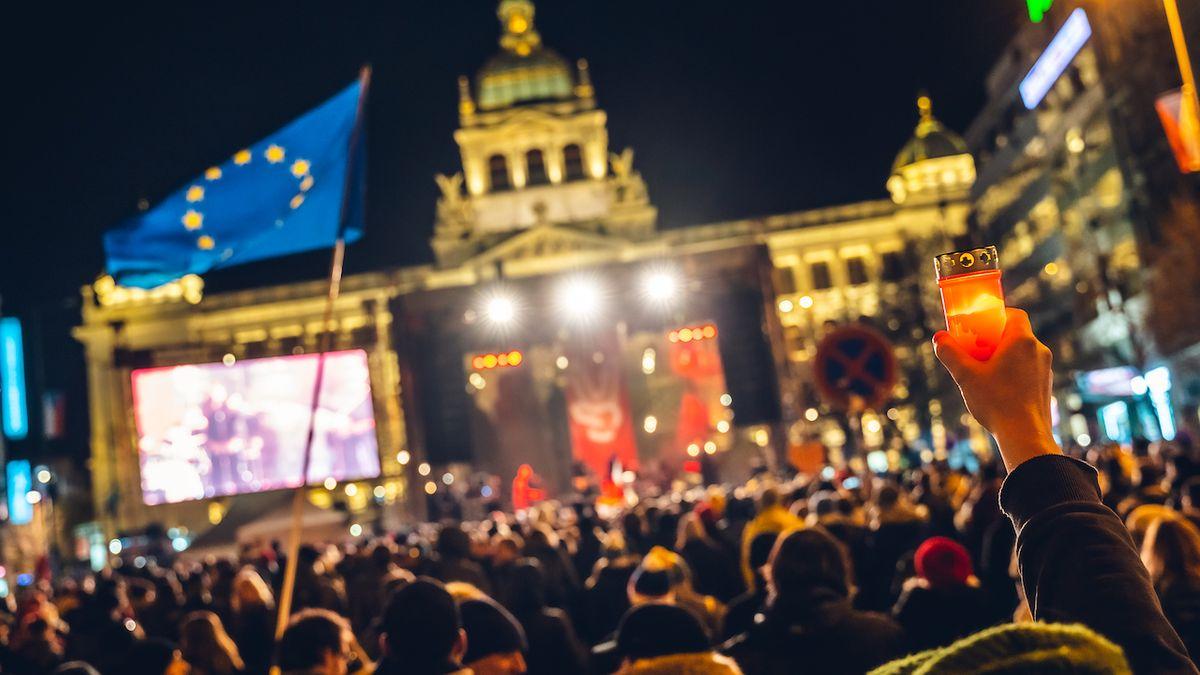 Stovky umělců, 50 měst. Sametovou revoluci oslaví na koncertech a výstavách