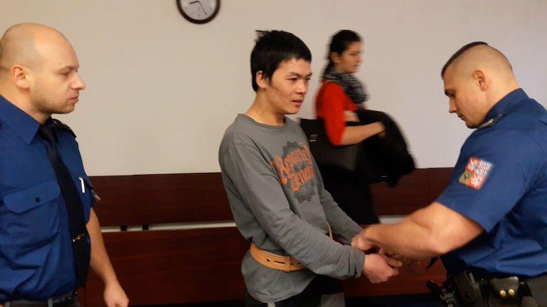Bezdomovci rozdupal hlavu. Za brutální vraždu půjde Vietnamec na 17 let do vězení
