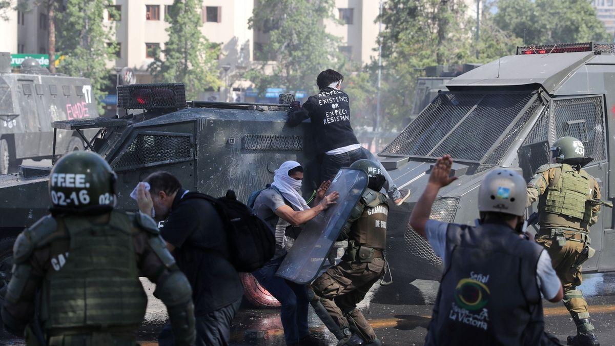 Násilné střety v centru chilské metropole