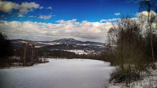 Na horách připadne další sníh, konec týdne bude opět větrný