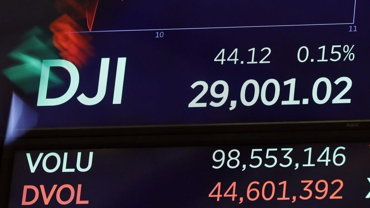 Dow Jonesův akciový index poprvé překonal 29 000 bodů