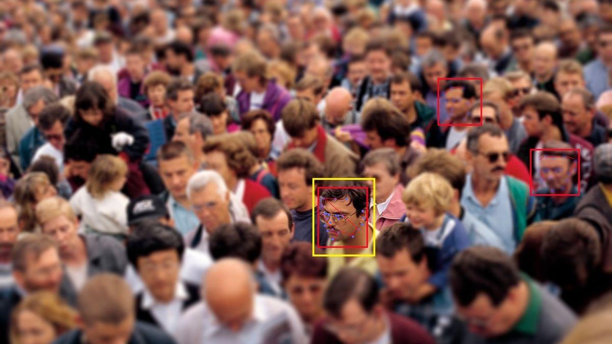 Totální šmírování v Praze? Policie chce kamerový systém na rozpoznávání obličejů