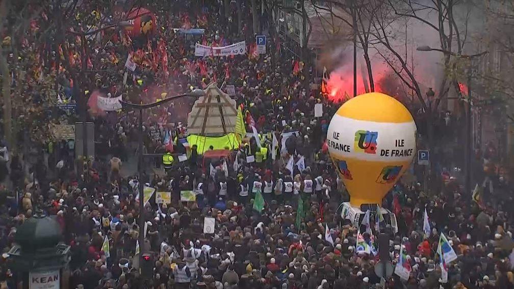 Francii ochromila generální stávka