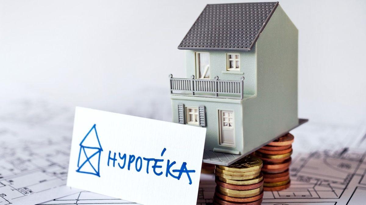 Trh s byty a hypotékami dál sílí