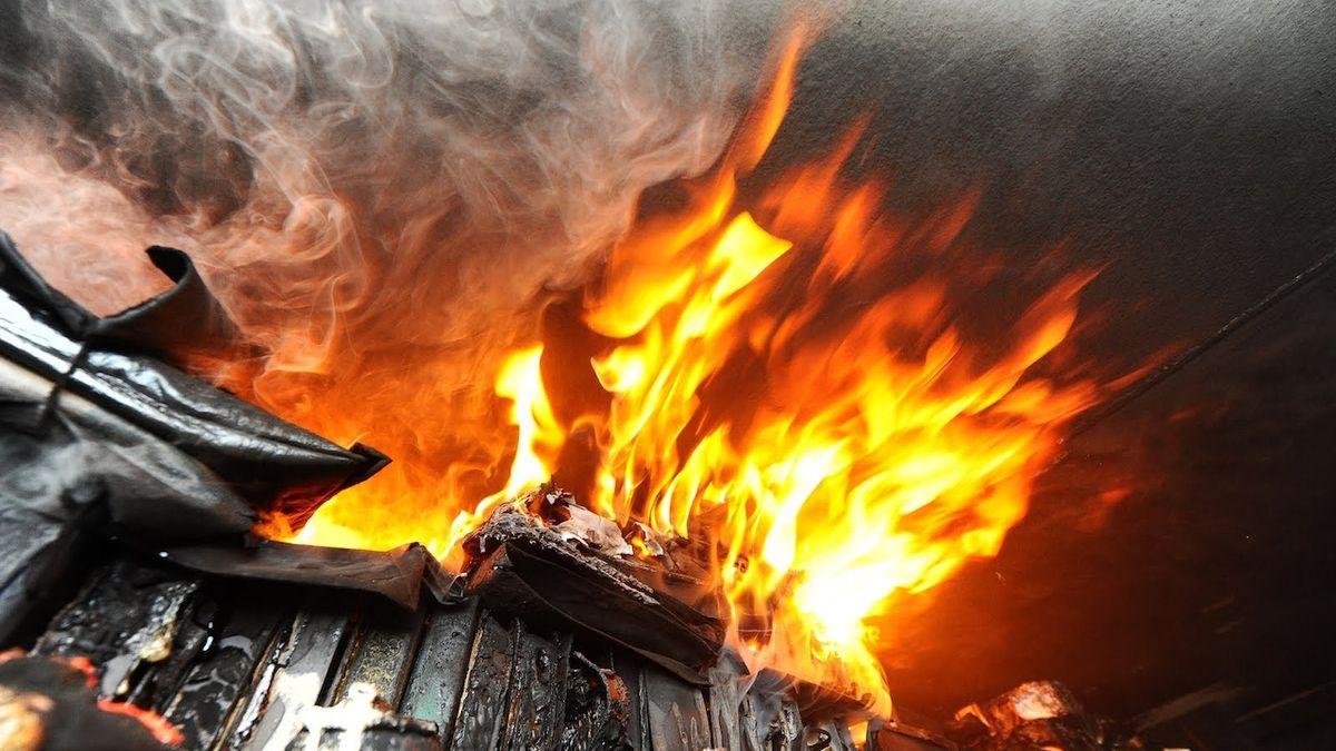 Při požáru rodinného domu v Lanškrouně uhořel člověk